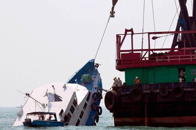 Mehr als 35 Tote bei Schiffsunglück vor Hongkong