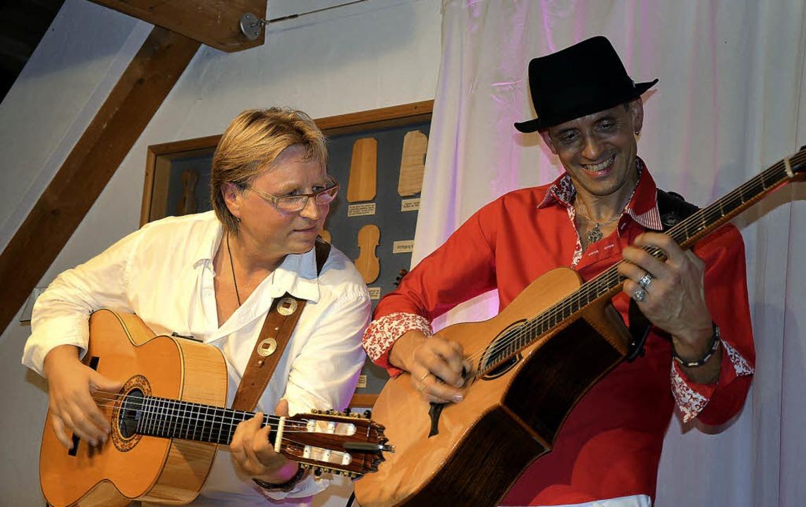 Beim Werkstattkonzert wird geklopft, g...d Palatzky (links) und Matthias Waßer   | Foto: Gabriele Hennicke