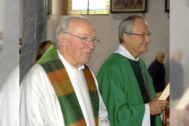 Fleißiger Pfarrer feiert mit
