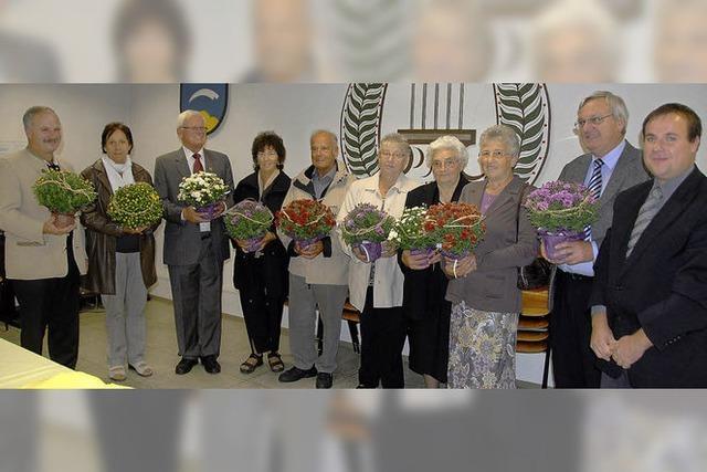 Blumen für die Gründungsmitglieder