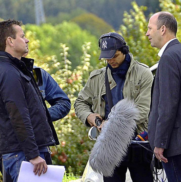 TV-Sender  interviewt Rathauschef.  | Foto: Wilfried Dieckmann