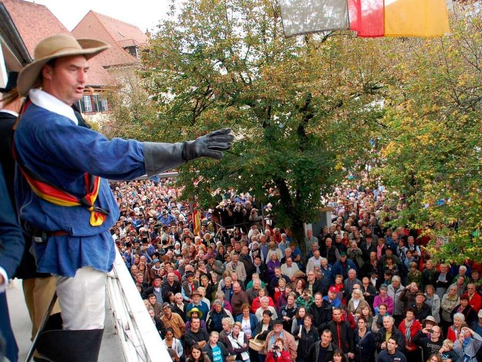 Friedrich Heckers flammende Rede vom B...chte wurde im Historienspiel lebendig.  | Foto: Edgar Steinfelder