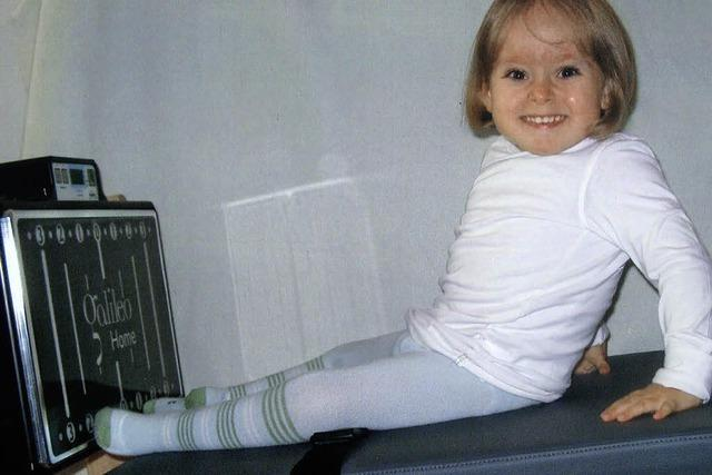 Emilia trainiert ihre Muskeln