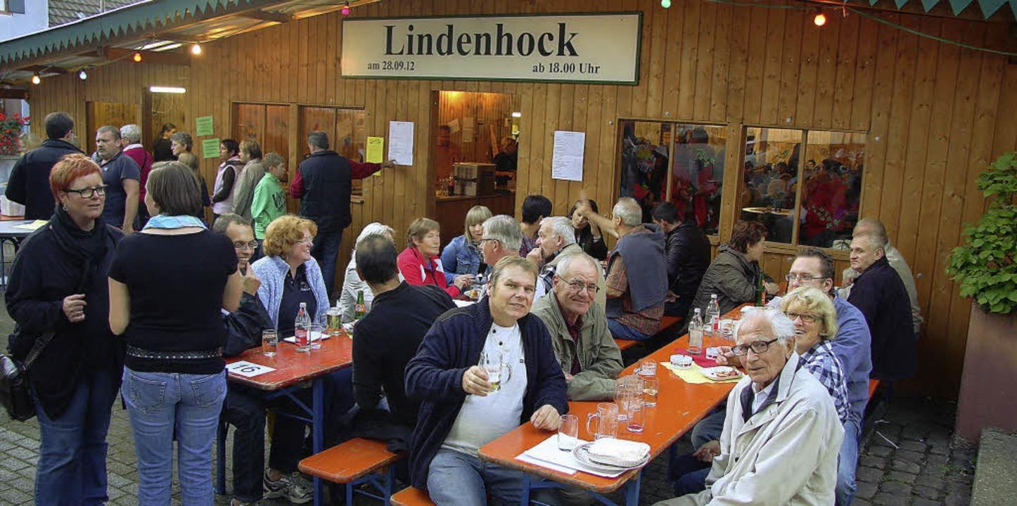 Die Laube des Musikvereins für das  Ma...eitag schon der Lindenhock  gefeiert.   | Foto: Sandra Decoux-Kone