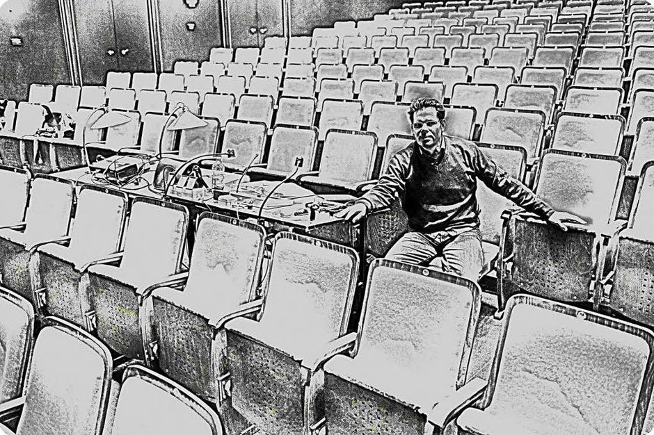 """Wenn """"Nabucco"""" Premiere feiert, feiert er seinen 49. Geburtstag: Michael Sturm. Doch nicht deshalb wird er bei der Aufführung im Restaurant und nicht in den Zuschauerrängen sitzen. """"Einem Kind, das entbunden ist, kann man noch Hilfestellung leisten, aber gehen muss es alleine."""" (Foto: Ingo Sschneider)"""