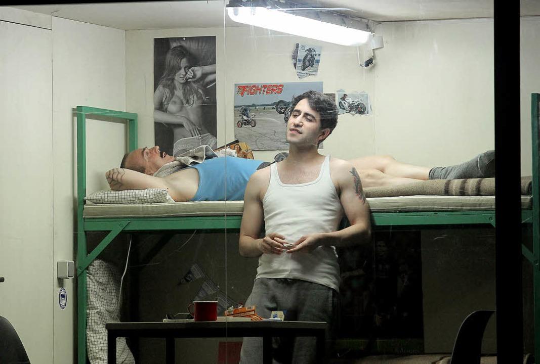 Spielt den abgeschobenen Musa mit erschütternder Zwanghaftigkeit:  Sinan Hancili  | Foto: Peter Heck