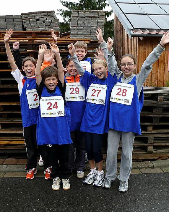 Jippieh! Franziska, Marie, Fabienne, J...en den Stadtlauf der Kinder gewonnen.   | Foto: Sophie Passmann