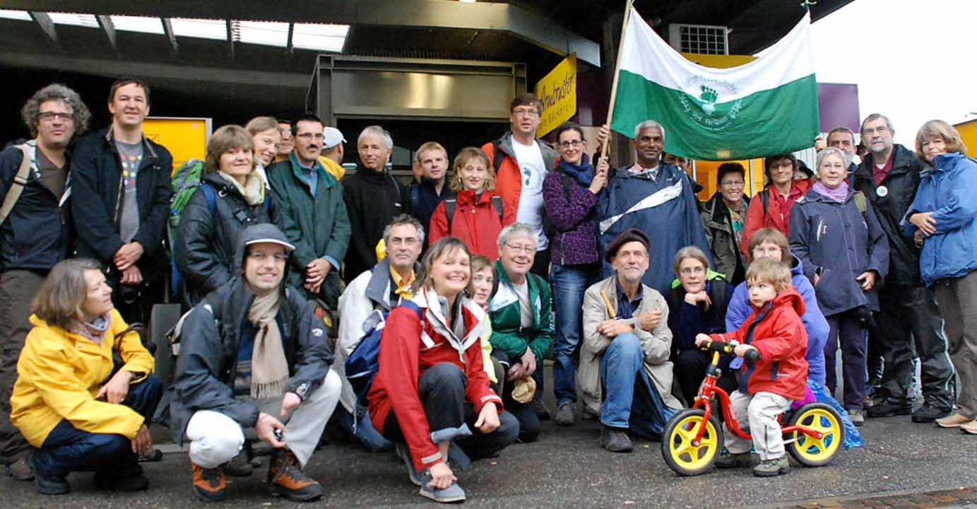 Auf dem Weg nach Straßburg zum Gandhi-...: Teilnehmer der Aktion gegen Hunger.   | Foto: Gertrude Siefke