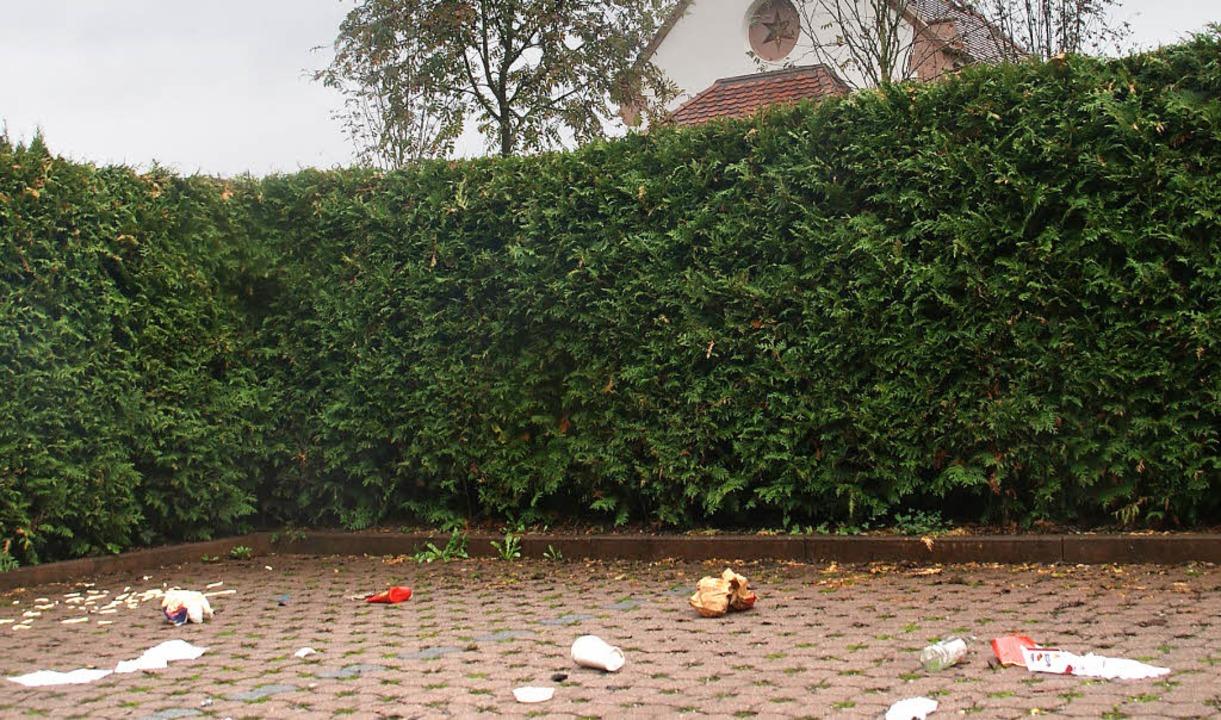 Zur Müllhalde wurde der Parkplatz vor der St.Josefskapelle umfunktioniert.  | Foto: hrvoje miloslavic