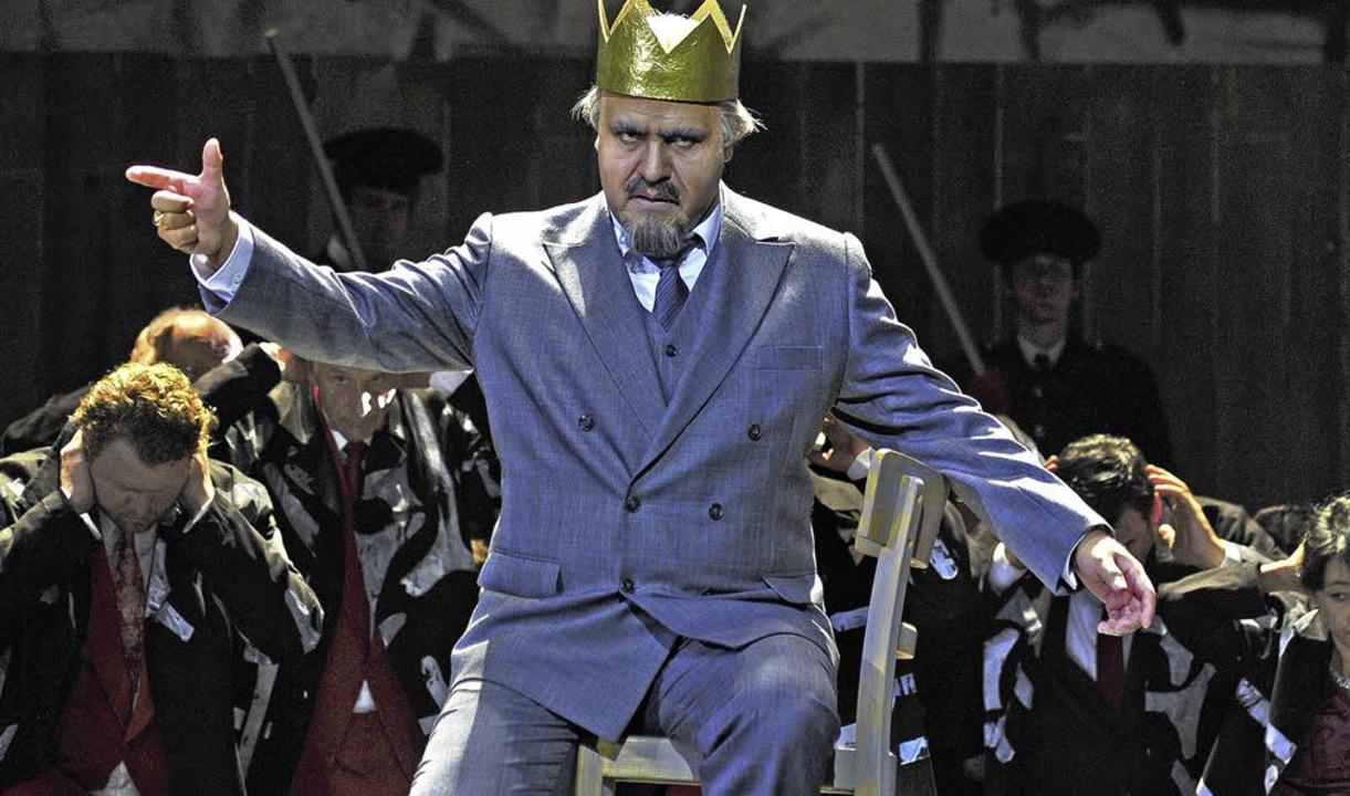 Eine Überfigur: Nabucco (Juan Orozco)  | Foto: Korbel/Rudiger