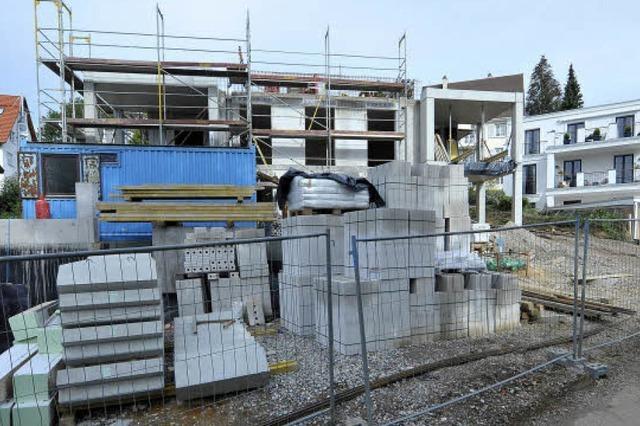 Neubau zu hoch: Streit um eine stillgelegte Baustelle in Herdern