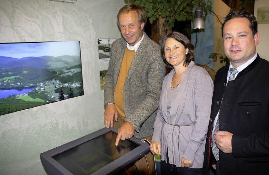 Auch das ist neu:  das Virtuelle Gesch... und Minister Alexander Bonde zeigte.   | Foto: Andreas Peikert