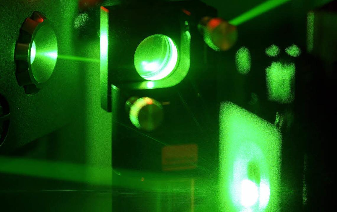 Von Quantencomputern, hier ein Experim...schaftler eine technische Revolution.   | Foto: Visum/dpa/AFP