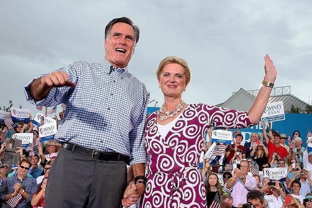 Mitt Romney liegt in einer Umfrage vor Obama