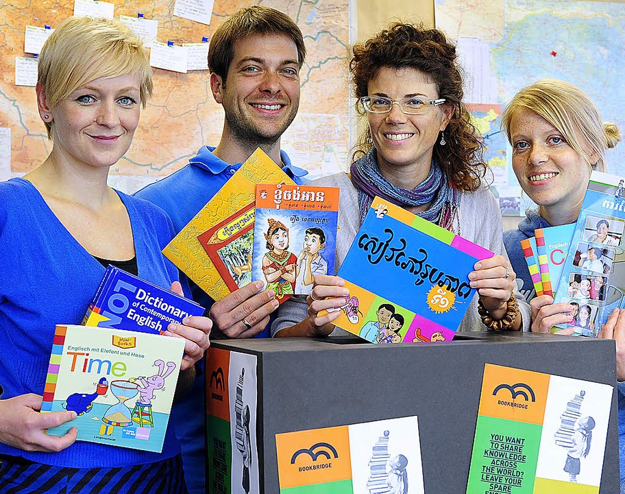 Vier von fünf Freiburger Bookbridge-Mi... Ruth Heidingsfelder und Lisa Thimme.   | Foto: Thomas Kunz