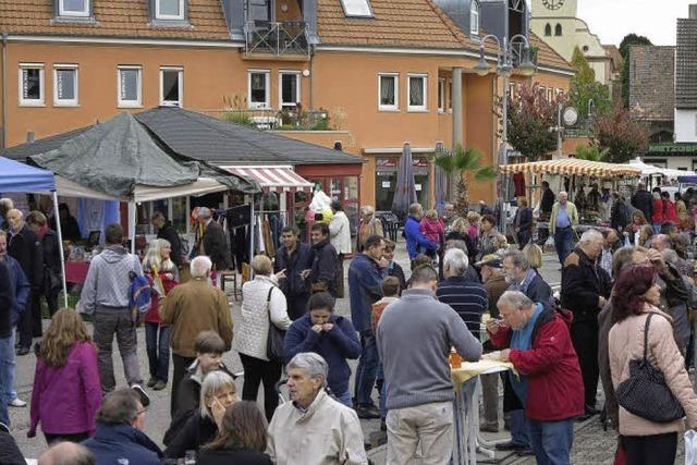 Hof der Winzergenossenschaft wird zum bunten Marktplatz