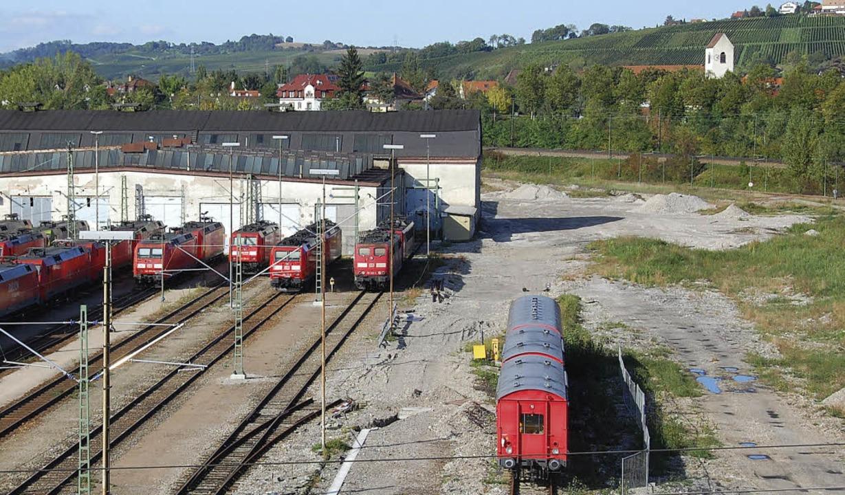 Kiesfläche statt Baugrube: Beim Bahnbe...rbeiten der Bahn ins Stocken geraten.   | Foto: Lauber