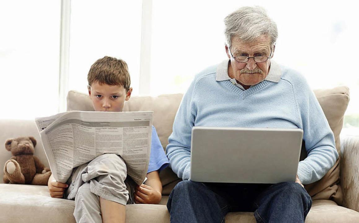 Großvater und Enkel ficken gemeinsam die Oma