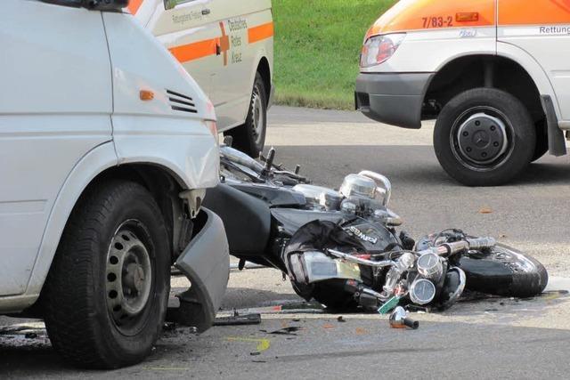 Frontalzusammenstoß: Motorradfahrer erliegt Verletzungen