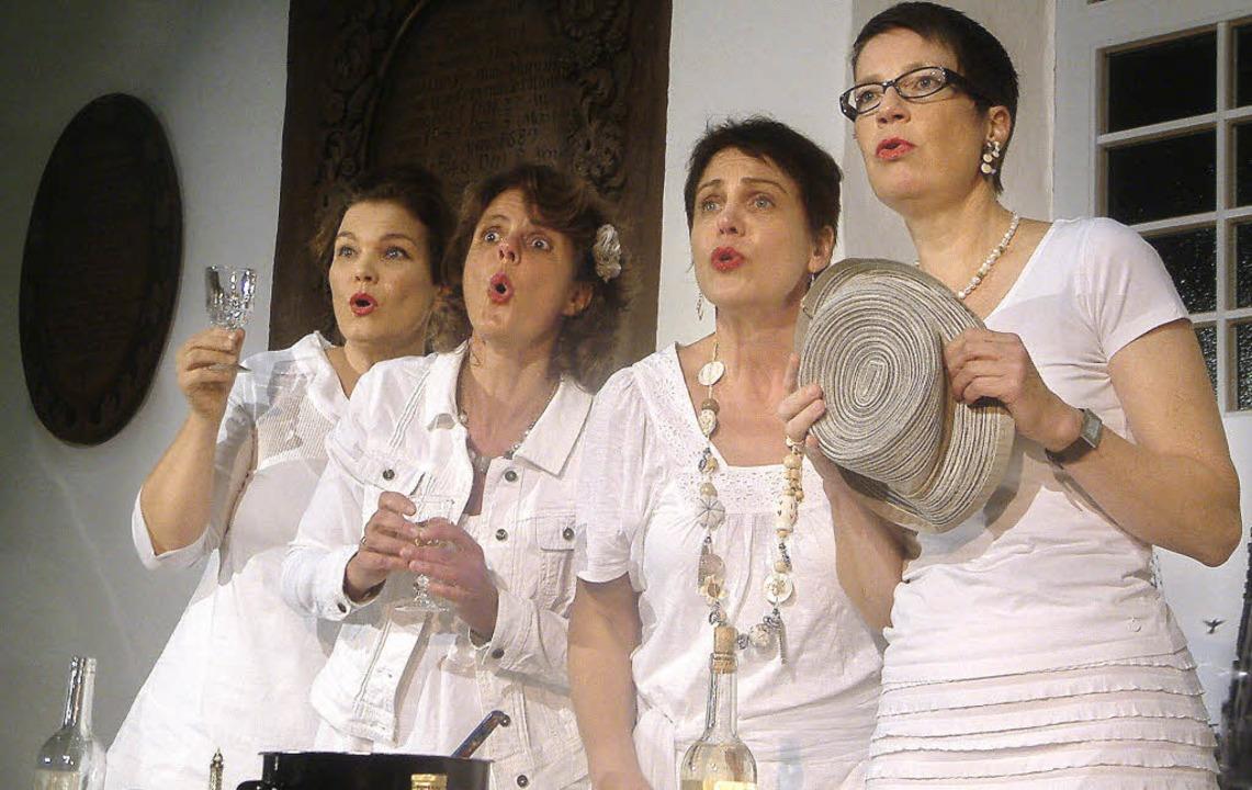 Ganz in Weiß: Ein witziges szenisch-mu...em Publikum in St. Agathe in Fahrnau.   | Foto: Roswitha Frey