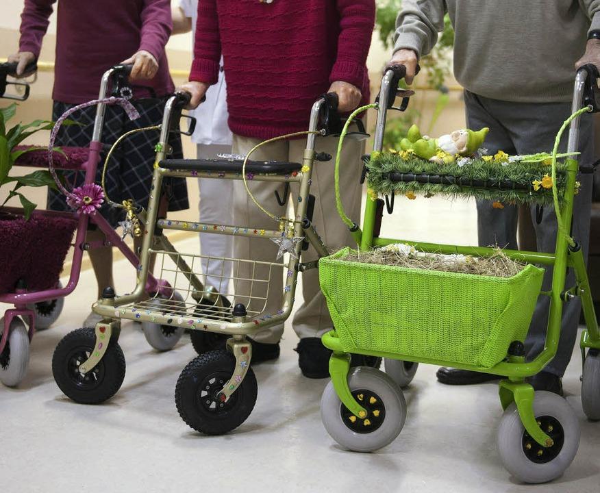 Auf  Pflege und Hilfe kommt es im Alter an.  | Foto: dapd