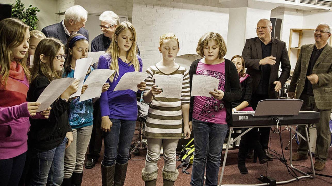 Staudinger Schülerinnen brachten alle zum Mitsingen.   | Foto: K. Fraunhofer