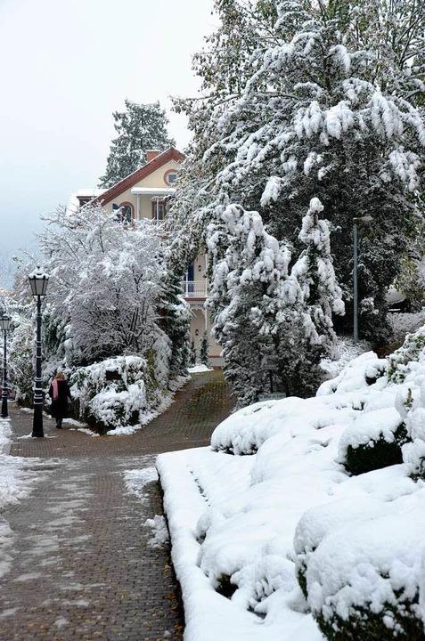 Die weiße Decke, die der frühe  Winter...en  im Heilbad gerade kräftig rumort.   | Foto: Babeck-Reinsch