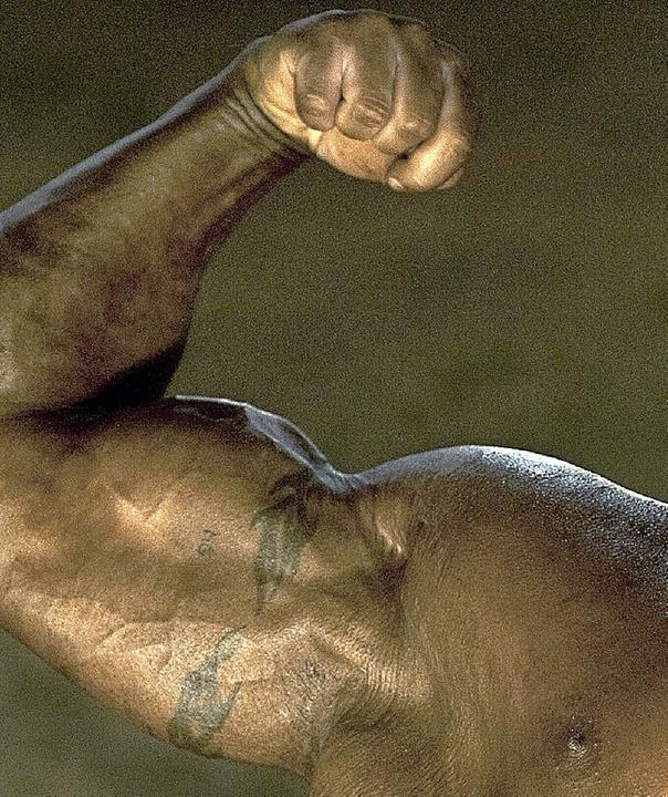 Viele Bodybuilder, aber auch manche Le...r Gefahren für die eigene Gesundheit.   | Foto: AFP