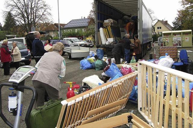 Kleidung und Möbel für Bedürftige