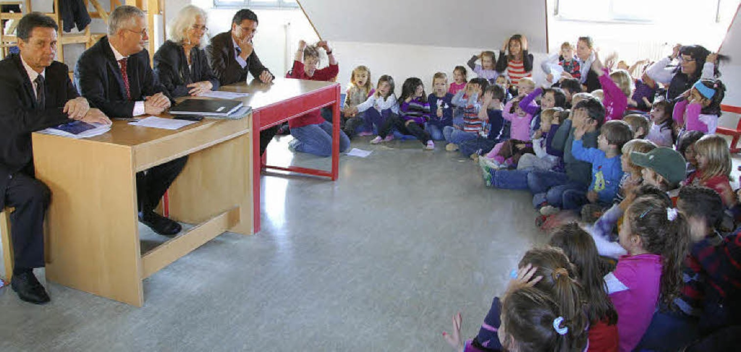 Die Jungen und Mädchen im Kindergarten...in ihrer Einrichtung unterzeichneten.   | Foto: Frey