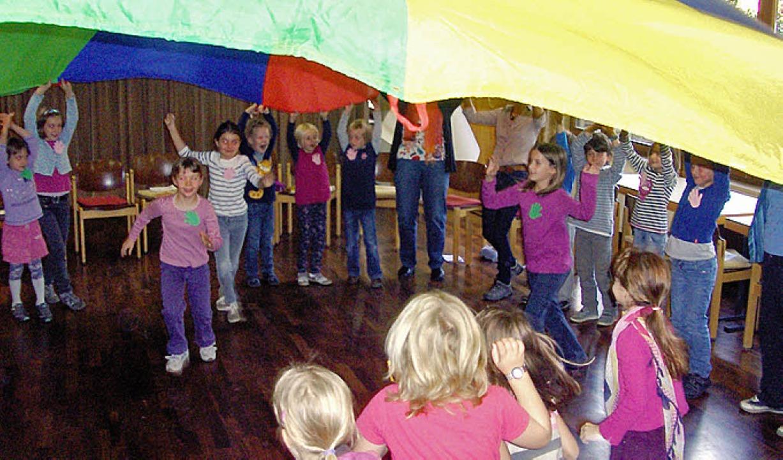 Beim ökumenischen Kinderbibeltag im Öf...en auch Spiel und Spaß nicht zu kurz.     Foto: Kirchengemeinde