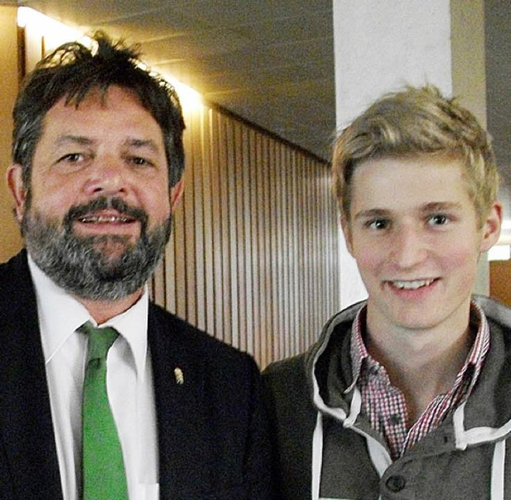 Fabian Schmitt mit dem Abgeordneten Reinhold Pix  | Foto: Privat