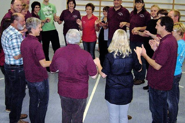 Jubiläumsgeschenk nach gemeinsamer Tanzprobe