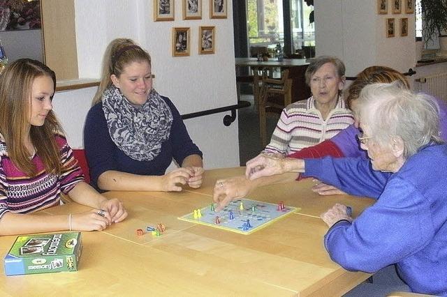 Gymnasiasten bei Senioren