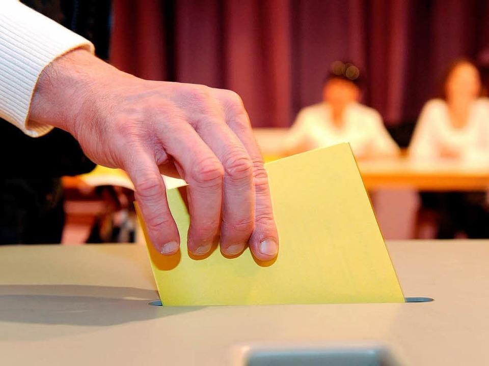 Ab an die Urnen: Baden-Württemberger d...ei Kommunalwahlen ihre Stimme abgeben.  | Foto: dpa