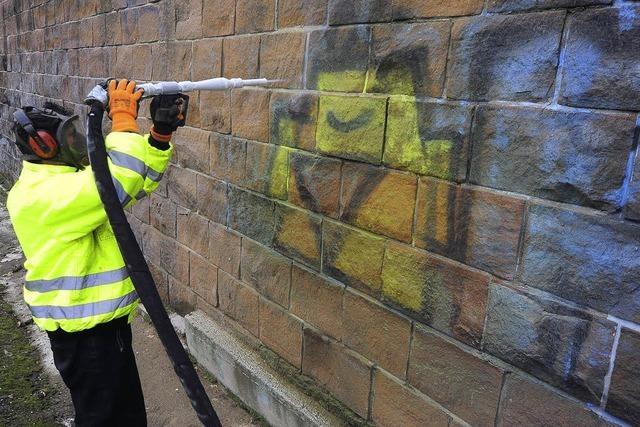 Graffiti verschwinden mit Hilfe von Trockeneis