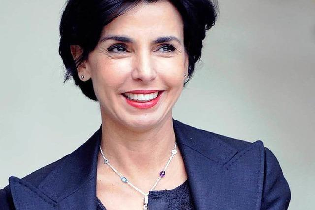 Ex-Ministerin Rachida Dati, acht Männer und ein Baby