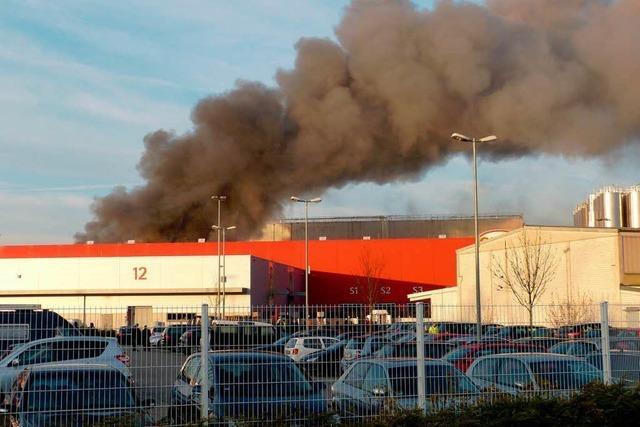 Brand bei der Firma Graf in Teningen – viel Rauch