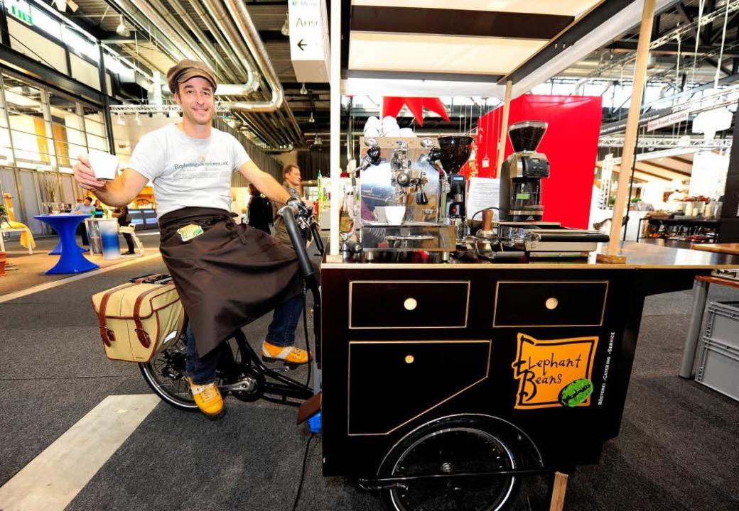 Jörg Volkmann macht Espresso auf der Plaza Culinaria.  | Foto: Ingo Schneider