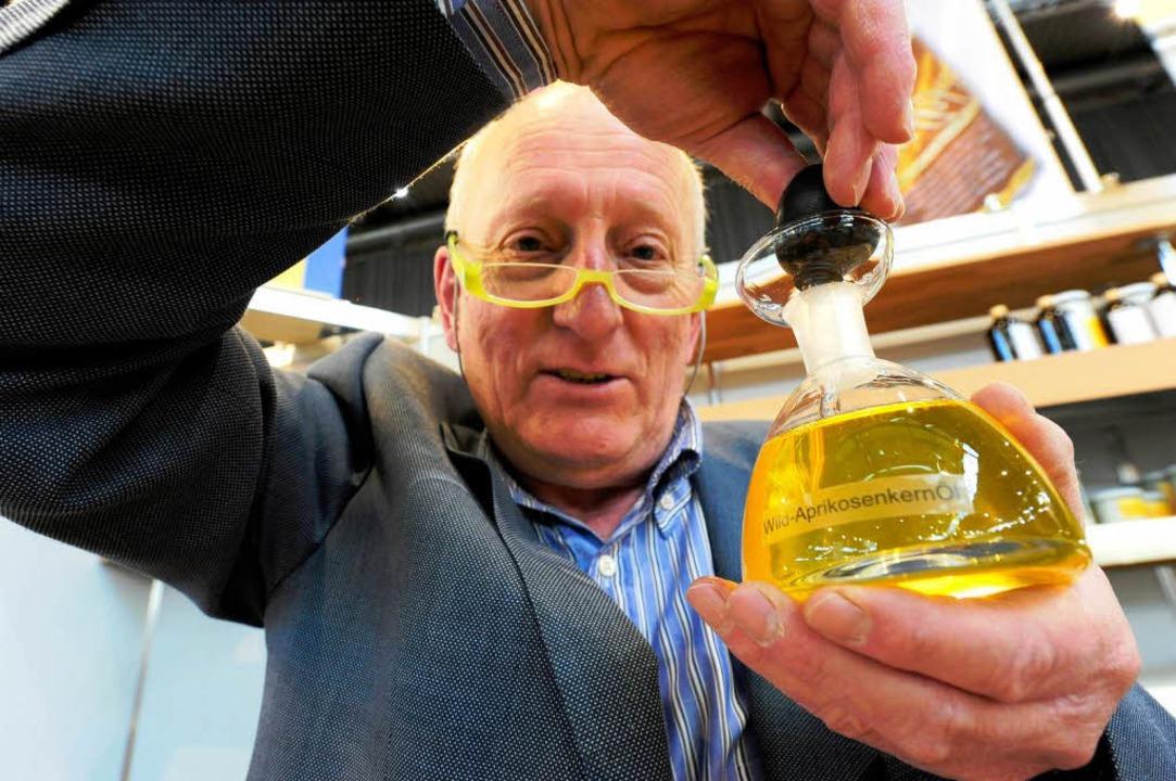 Ein reines Stöffchen: Wildaprikosenkernöl von Walter Bitzer  | Foto: Ingo Schneider