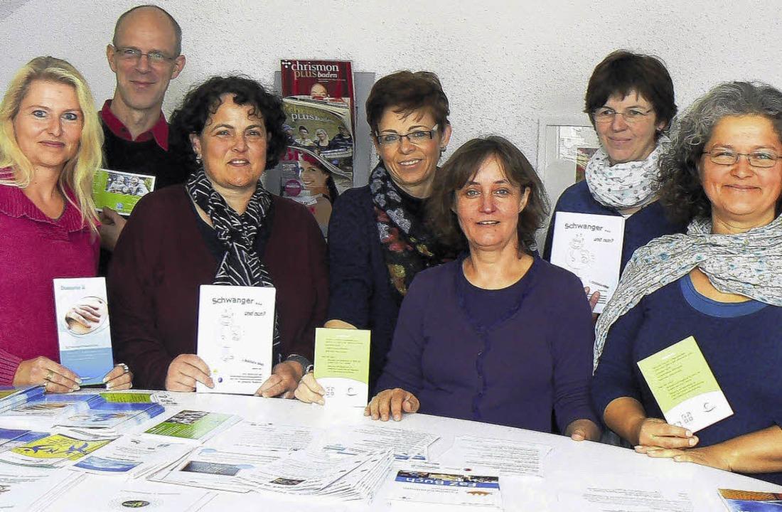 Für kompetente Hilfe  rund um die Schw...er, Stefanie Zürn und Justina Störk.    | Foto: Martin