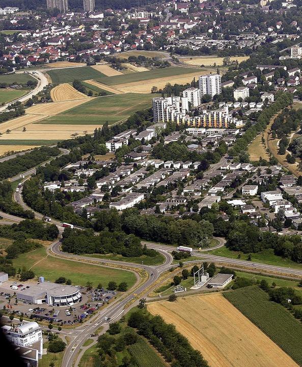 OB besteht auf der Verlängerung der B33 bei Uffhofen (unten) zur A 5.   | Foto: Peter Heck
