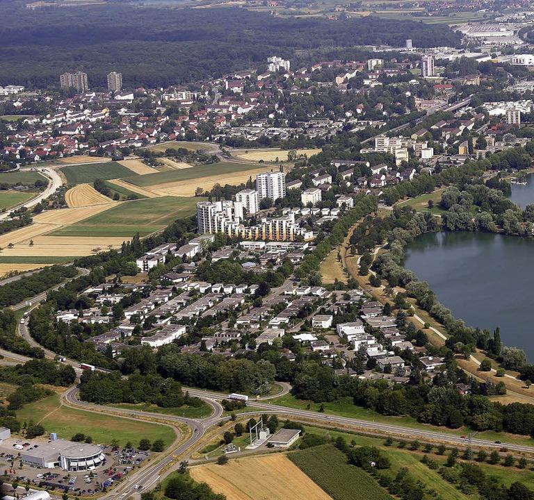 Die OB besteht auf der Verlängerung der B33 bei Uffhofen (unten) zur A 5.  | Foto: Peter Heck