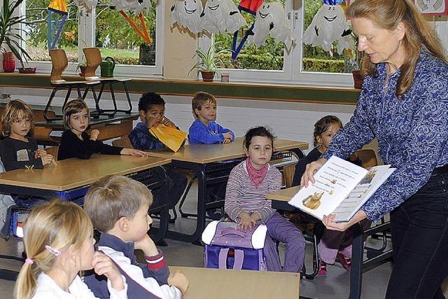 Bücherei geht in die Klassen und regt Schüler zum (Vor-)Lesen an