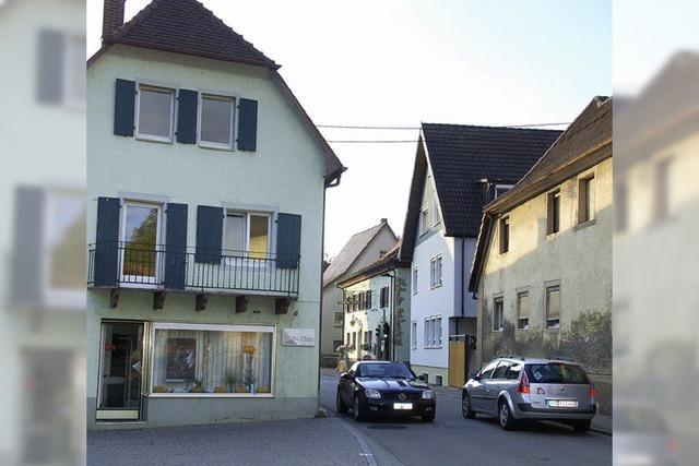 Ortsmitte Ehrenstetten: Häuser werden abgerissen, Straße und Gehweg breiter