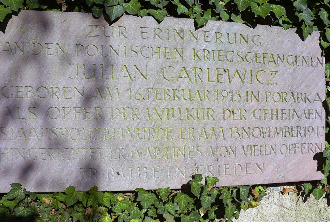 Der Gedenkstein, der an das Schicksal ...Der Pole wurde vor 70 Jahren gehenkt.   | Foto: Babeck-Reinsch