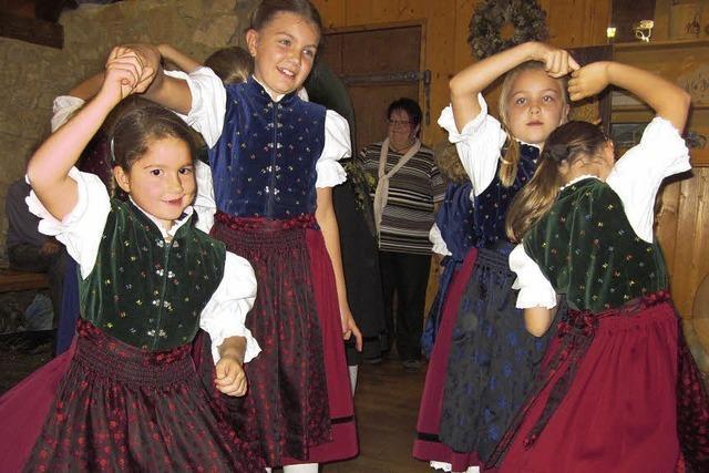 Besen, Tänze und Hebelgeschichten