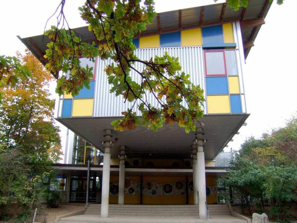 Die Bad Krozinger Landeck-Schule ist e...rhältnisse in der Schulleitung hoffen.  | Foto: bz