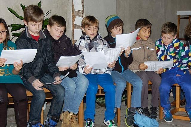 Kinder gestalten Andacht in der Klosterkirche