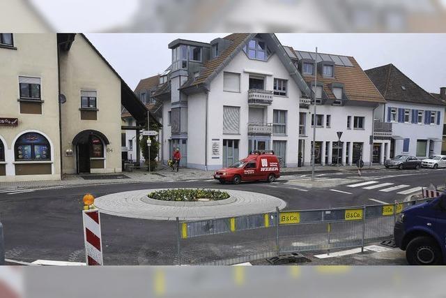 Der neue Kreisel in der Karl-Friedrich-Straße ist fertig
